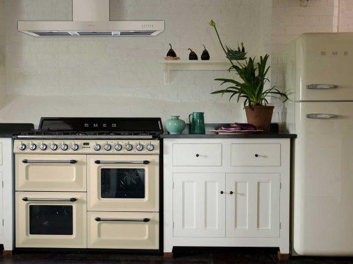 Smeg Victoria cooker and rangehood